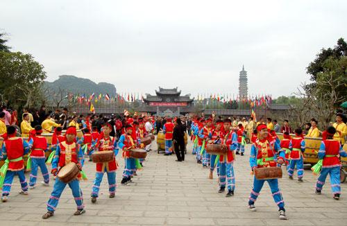 весенние фестивали на севере страны hinh 3