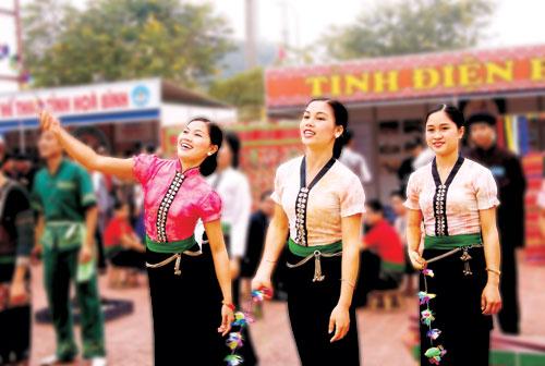 «тунг-кон» – народная игра малои народности тхаи hinh 2
