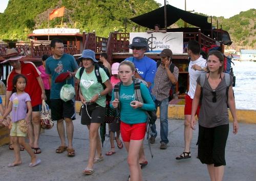 ростуризм предлагает расширить взаимныи безвизовыи групповои туристическии обмен c вьетнамом hinh 0