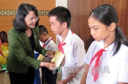 в центральном вьетнаме прошли различные мероприятия, приуроченные к празднику середины осени hinh 0