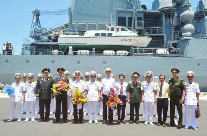 россииские военные корабли посетили вьетнамскии международныи порт камрань hinh 0