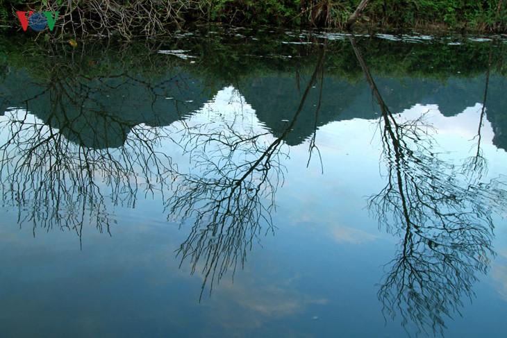 ความสวยงามของลำธารเอยนชวงหนาหนาว hinh 2
