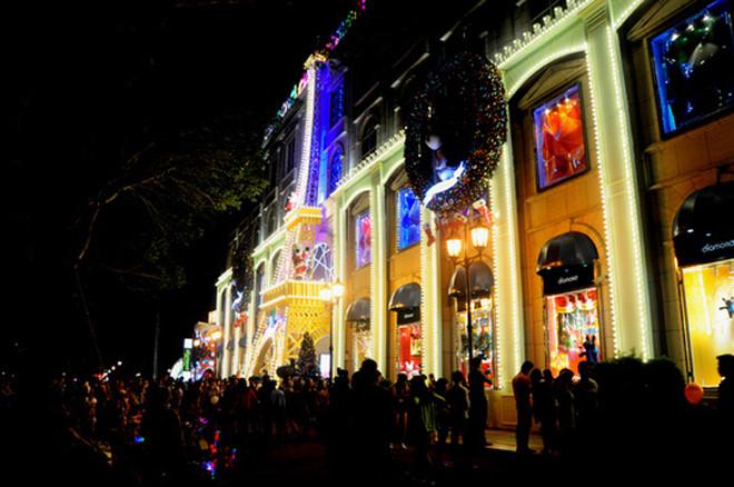 บรรยากาศฉลองเทศกาลครสตมาสในกรงฮานอย hinh 12