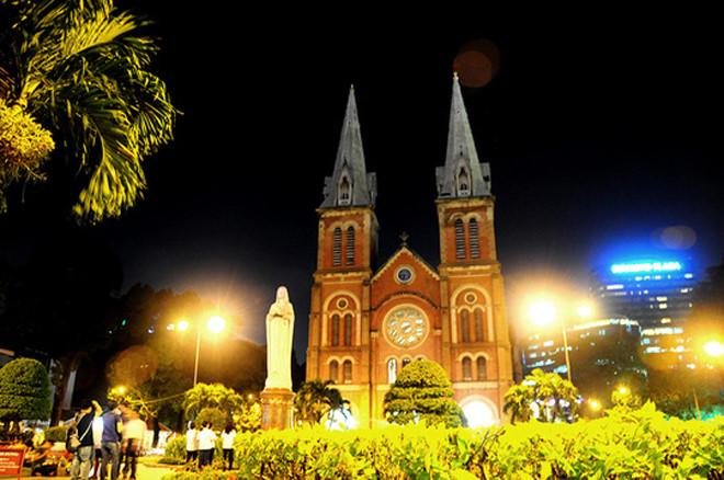 บรรยากาศฉลองเทศกาลครสตมาสในกรงฮานอย hinh 13