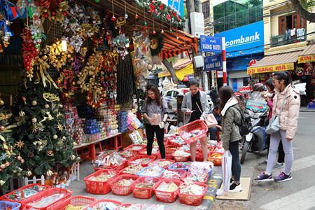 บรรยากาศฉลองเทศกาลครสตมาสในกรงฮานอย hinh 1