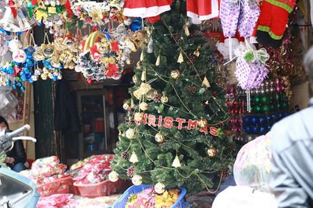 บรรยากาศฉลองเทศกาลครสตมาสในกรงฮานอย hinh 2
