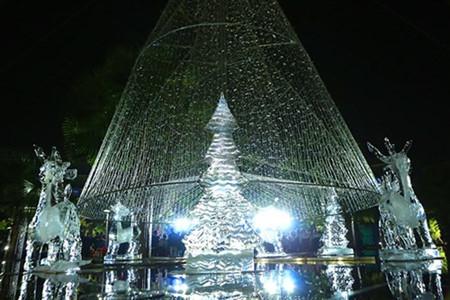 บรรยากาศฉลองเทศกาลครสตมาสในกรงฮานอย hinh 5