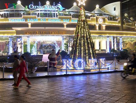 บรรยากาศฉลองเทศกาลครสตมาสในกรงฮานอย hinh 7