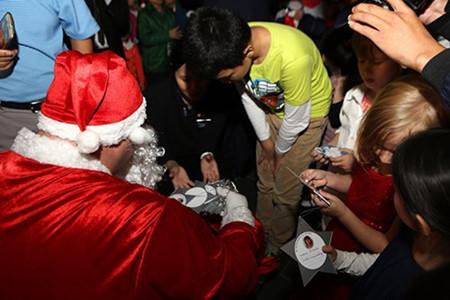 บรรยากาศฉลองเทศกาลครสตมาสในกรงฮานอย hinh 6