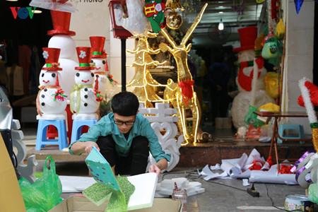 บรรยากาศฉลองเทศกาลครสตมาสในกรงฮานอย hinh 3