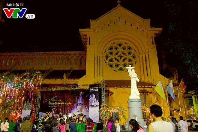 บรรยากาศฉลองเทศกาลครสตมาสในกรงฮานอย hinh 9