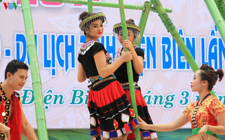 เทศกาลดอกกาหลงเดยนเบยน2017 ศนยรวมวฒนธรรมชนเผาในเขตเขาตอนบน hinh 1