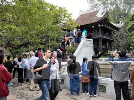 за первое полугодие 2016 года ханои принял более 2 млн иностранных туристов hinh 0