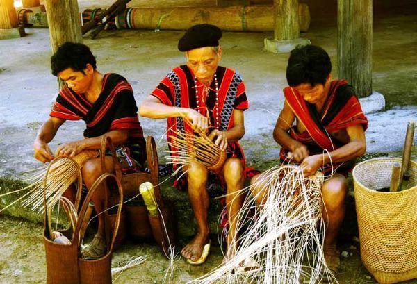 кустарные ремесла народности кхму hinh 2