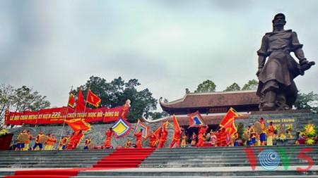 праздник на холме донгда – воспроизведение борьбы против иноземных захватчиков hinh 14