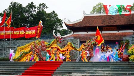 праздник на холме донгда – воспроизведение борьбы против иноземных захватчиков hinh 18