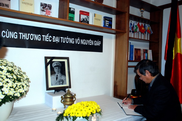 Vietnam's embassies mourn General Vo Nguyen Giap State funeral for General Vo Nguyen Giap