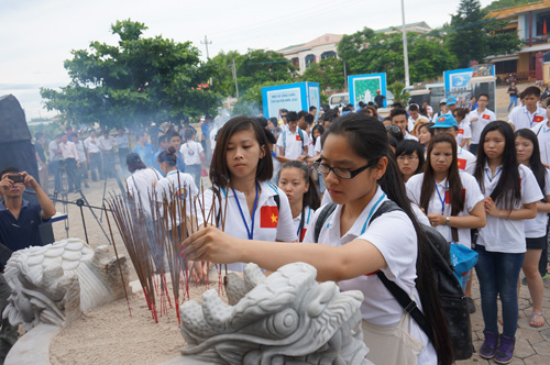 Summer camp sparks love of overseas Vietnamese for homeland