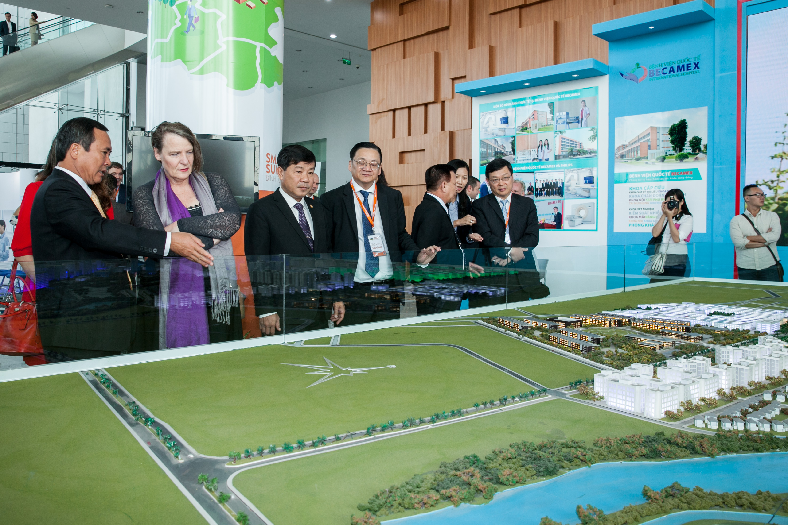 Vietnam builds smart urban areas to improve administration