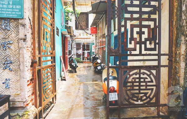 foreigners experience hanoi's life and culture hinh 3
