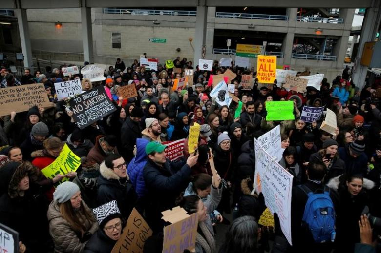 Donald Trump's anti-refugee order draws mixed reactions