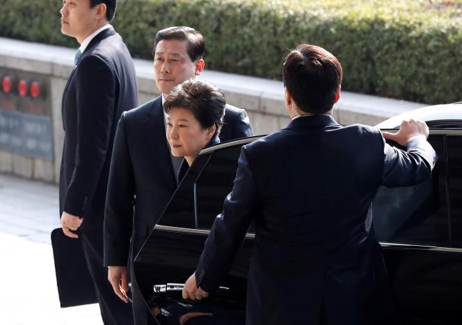 Former South Korean President promises cooperation with investigators