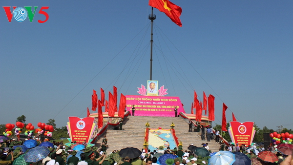Flag-hoisting ceremony in Quang Tri marks Reunification Day
