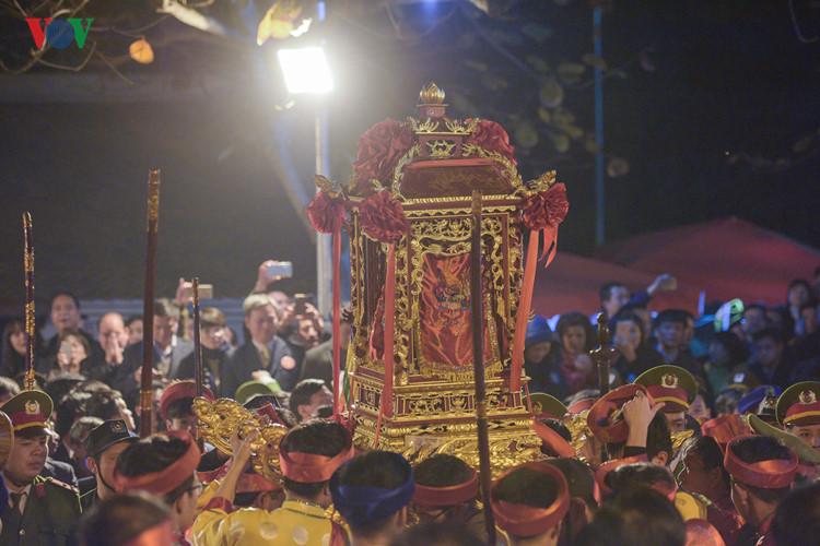 เปดเทศกาลวหารเจนเทองและพธมอบพระราชลญจกรจำลองวหารเจน hinh 0