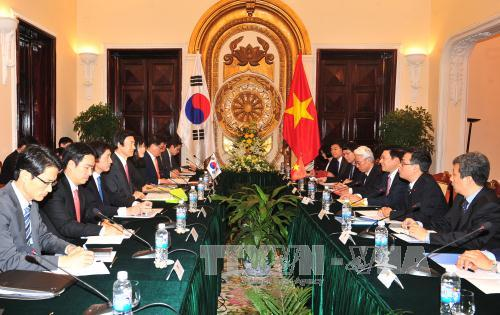 vietnam, south korea to bring strategic cooperative partnership to new height  hinh 0