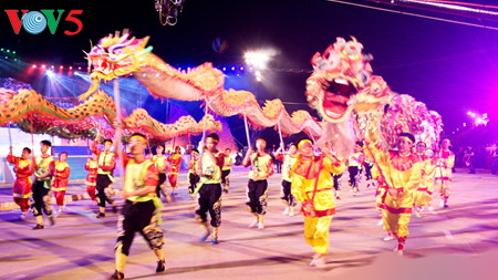 """glowing ha long"" to replace quang ninh's annual carnival hinh 0"