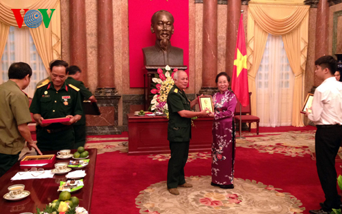 Vice President receives former soldiers of Quang Tri ancient citadel