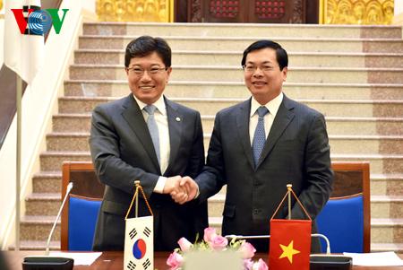 Vietnam, RoK sign free trade agreement Spotlight