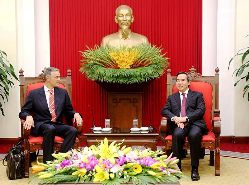 IMF experts hail Vietnam's economic changes