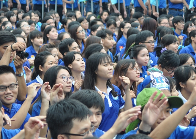 100,000 volunteers join green summer campaign in HCM city