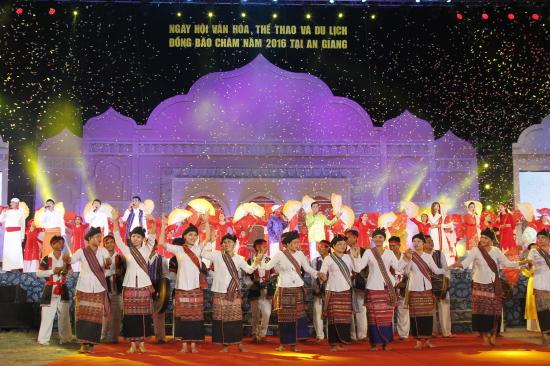 в провинции анзянг завершился 4-и праздник культуры, спорта и туризма народности тям hinh 0