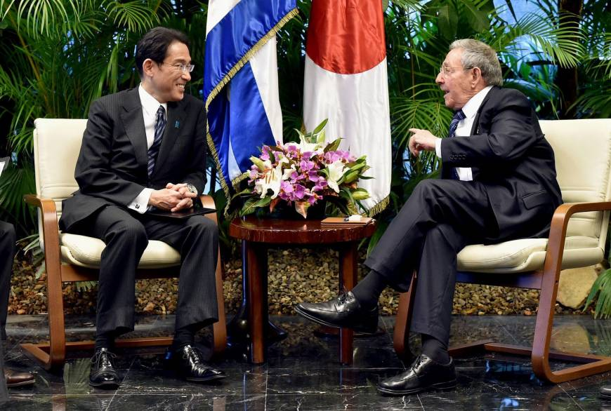 Japanese FM meets with Cuban President and Fidel Castro