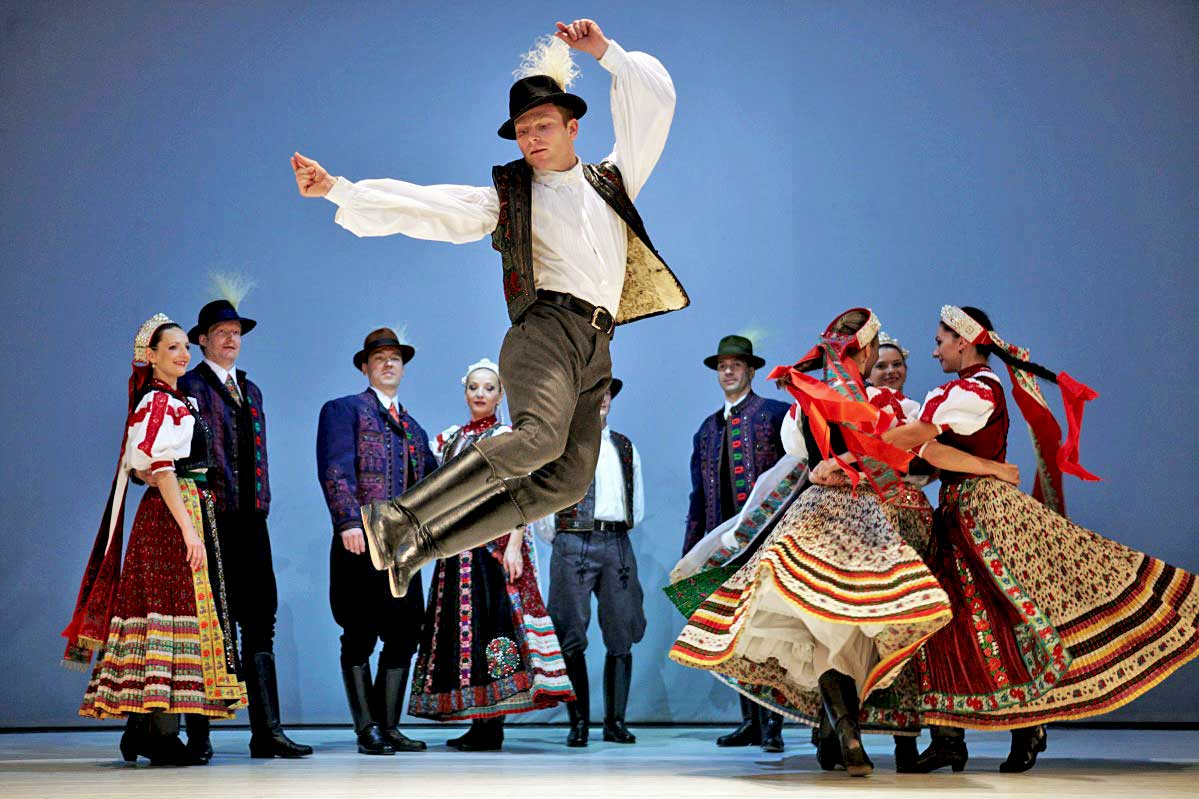 Hungarian folk dance – a dance of improvisation