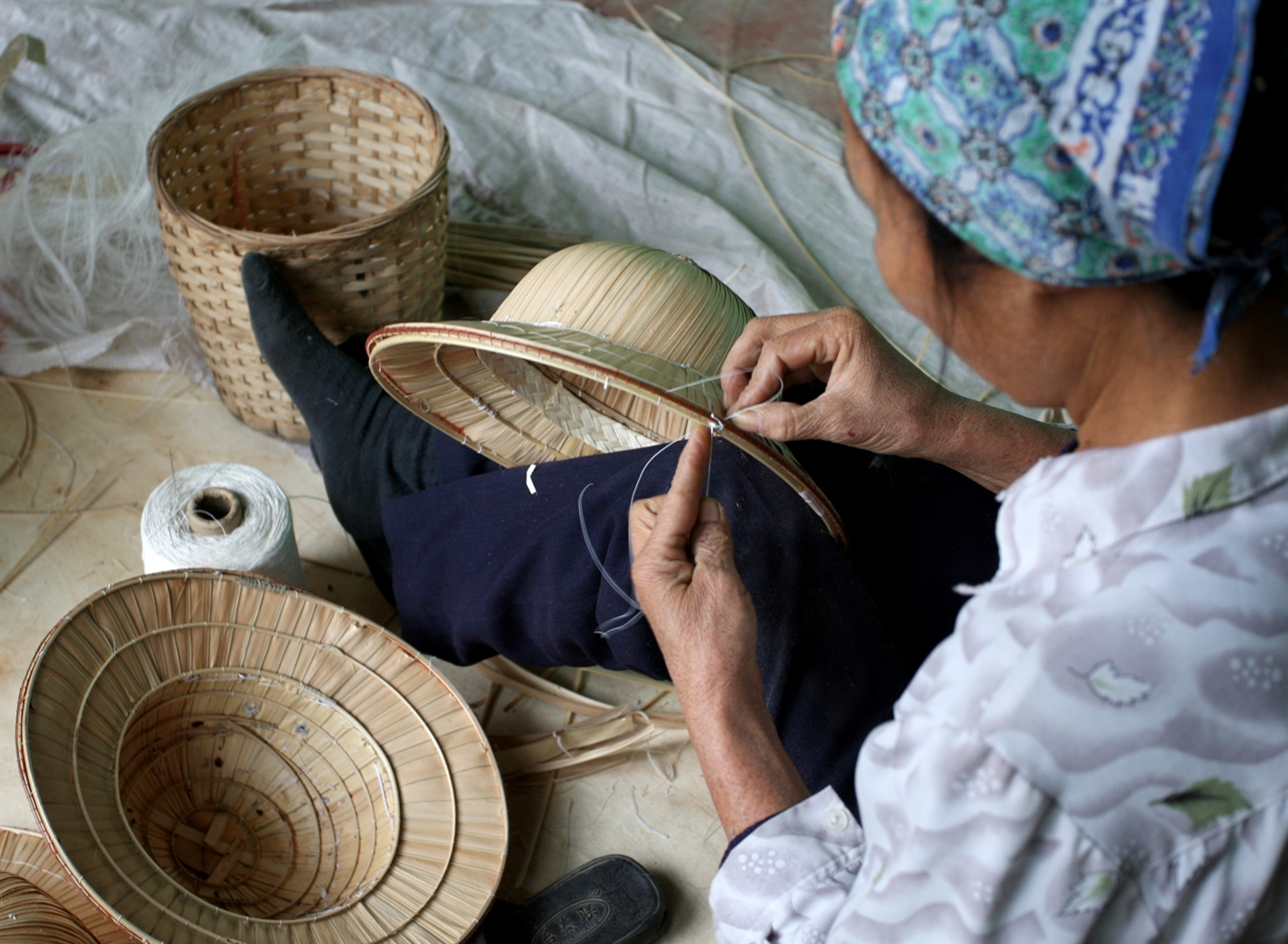 tri le - a village that makes traditional palm leaf hats hinh 5