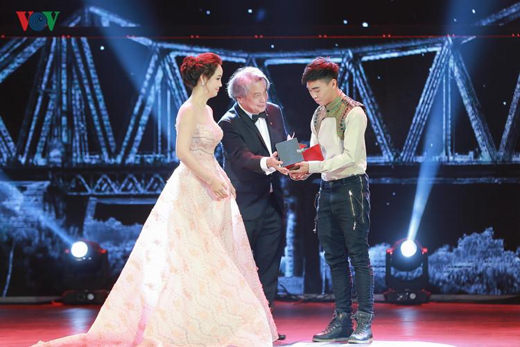 spectaclular closing ceremony of hanoi international film festival  hinh 1