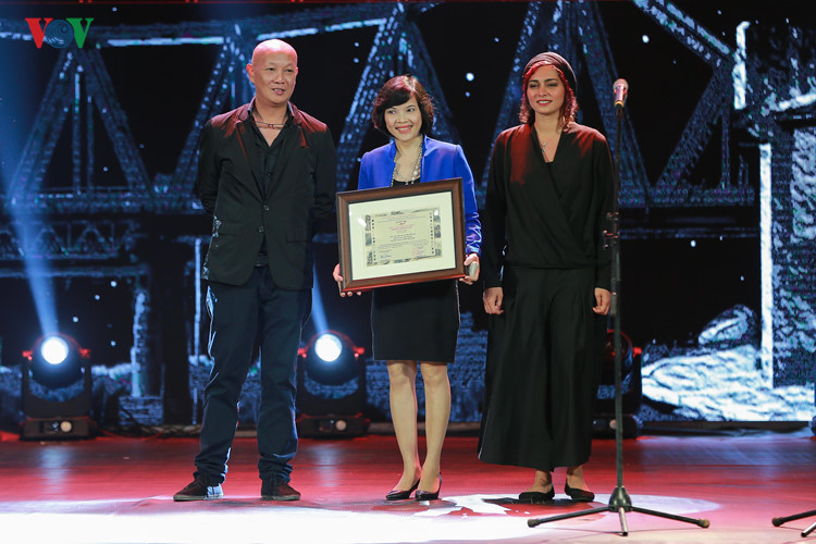 spectaclular closing ceremony of hanoi international film festival  hinh 2