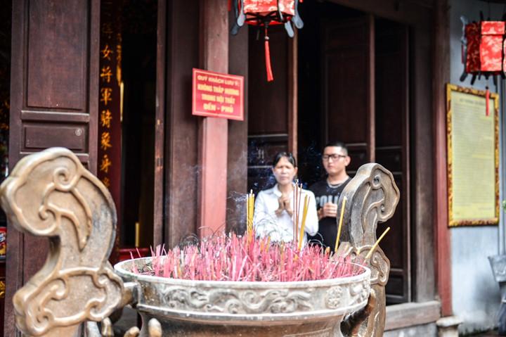 посещение храма нге, где поклоняются женщине-генералу ле тян hinh 10