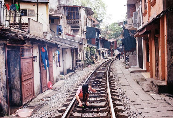 жизнь населения вблизи железнои дороги в ханое hinh 0
