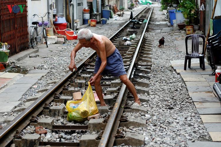 жизнь населения вблизи железнои дороги в ханое hinh 1