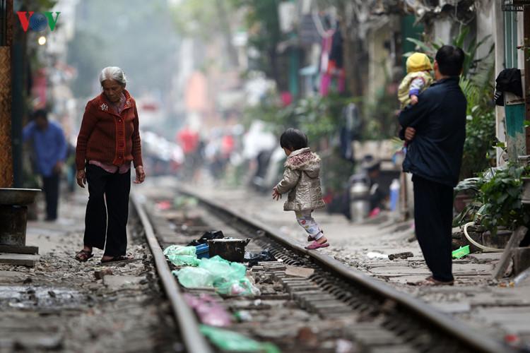 жизнь населения вблизи железнои дороги в ханое hinh 2