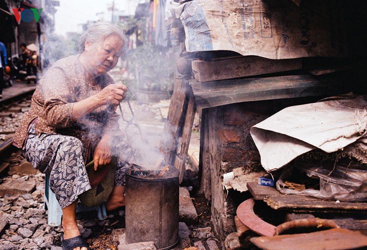 жизнь населения вблизи железнои дороги в ханое hinh 3