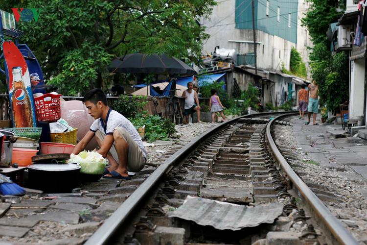 жизнь населения вблизи железнои дороги в ханое hinh 4