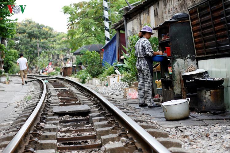жизнь населения вблизи железнои дороги в ханое hinh 5