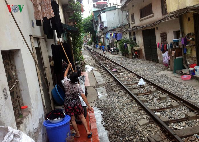 жизнь населения вблизи железнои дороги в ханое hinh 6