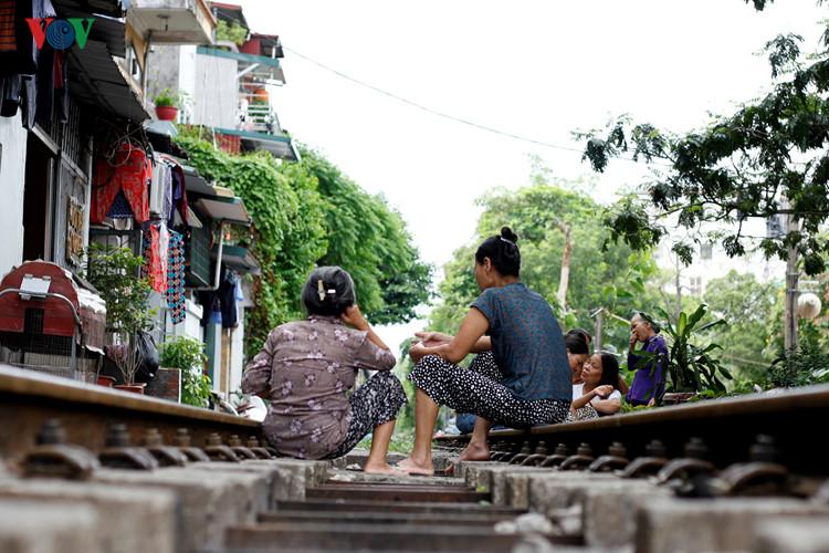 жизнь населения вблизи железнои дороги в ханое hinh 8