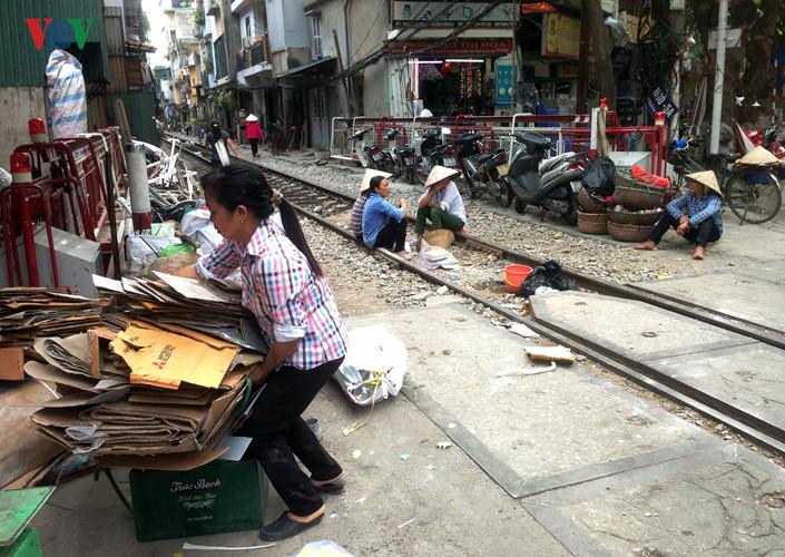 жизнь населения вблизи железнои дороги в ханое hinh 11